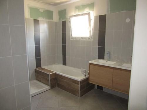Etape 9 pose des l ments de salle de bains - Hauteur carrelage salle de bain ...