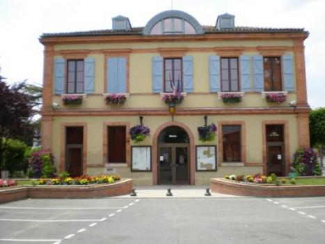 Hôtel_de_Ville_de_Fontenilles.jpg